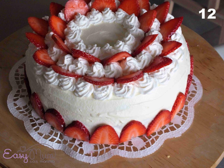 torta di compleanno con le fragole