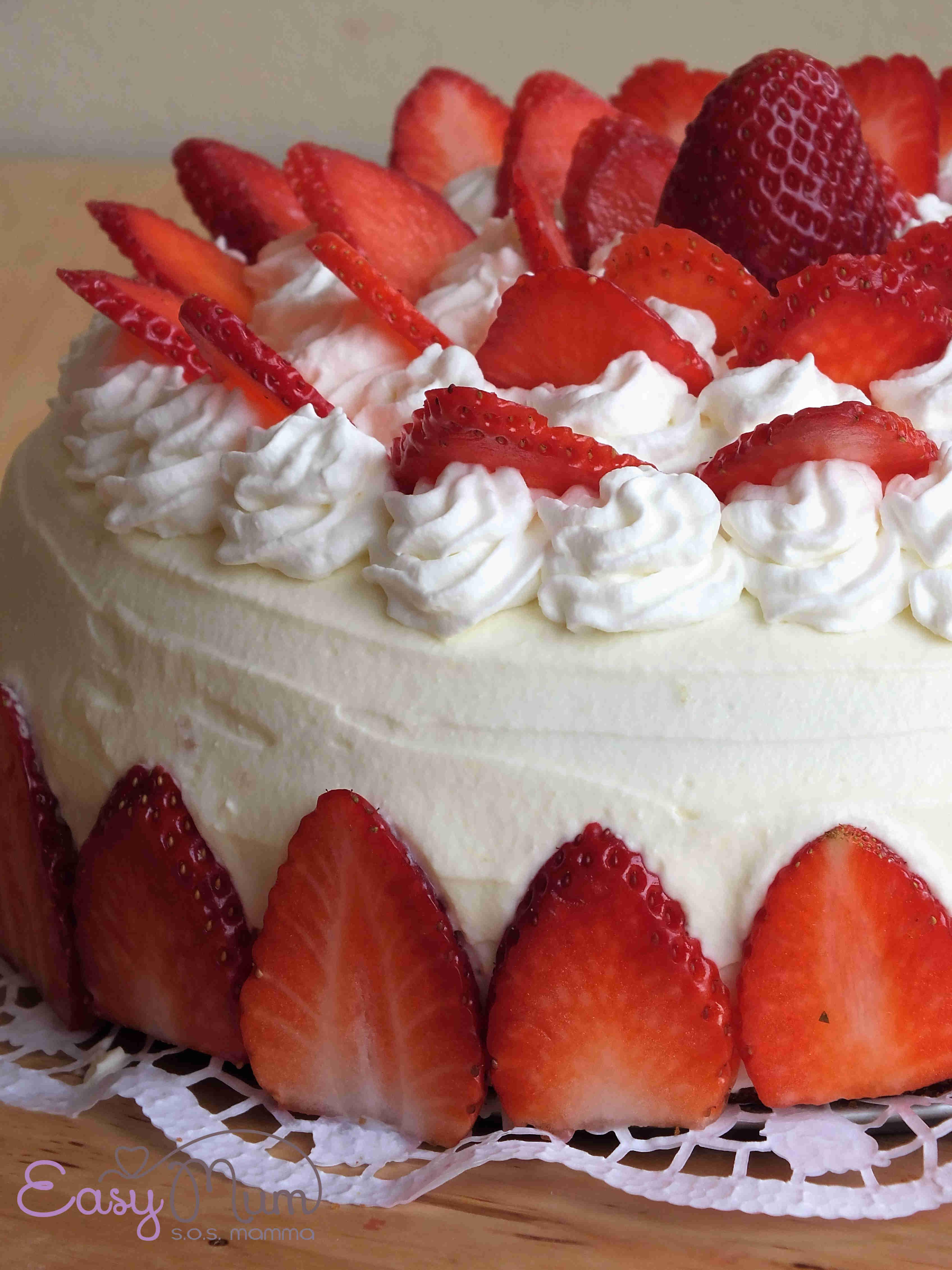 La torta di compleanno con le fragole easy mum - Decorazioni torte con glassa ...